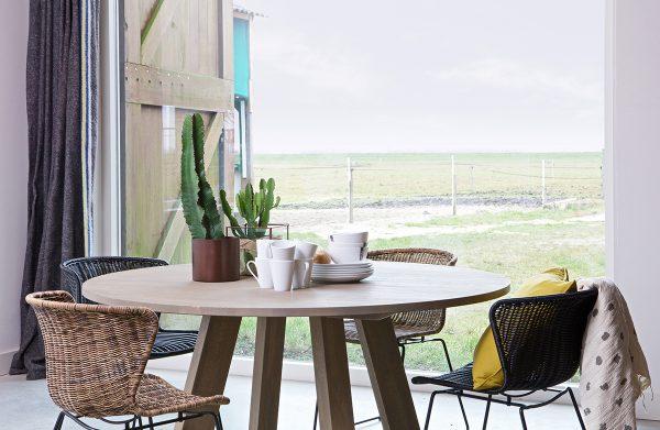 bord i gråoljet eik, Rhonda spisebord, spisebord i heltre eik, eikebord, rundt bord, rundt spisebord, WOOOD, De Ekhoorn