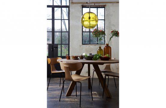 Form spisestol, nordisk stol, spisestol, tre stol, stol med metallben, nordisk spisestol, BePureHome, De Eekhoorn, kjøkkenstol, tøff spisestol,Rhonda spisebord, svartbeiset spisebord, heltre eik, rundt spisebord, nordisk spisebord, vann og varmebestandig spisebord, eikebord WOOOD, De Eekhoorn