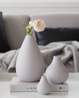 Adele Vase i keramikk, lys grå matt. Coming Home
