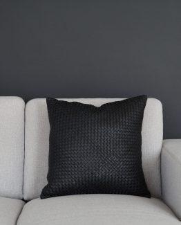 Finesse putetrekk i sort skinn, 45 x 45 cm, Coming Home, pyntepute sofapute, skinn pute