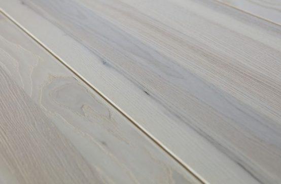 Silas spisebord, nordisk stil, De Eekhoorn, sorte stålben