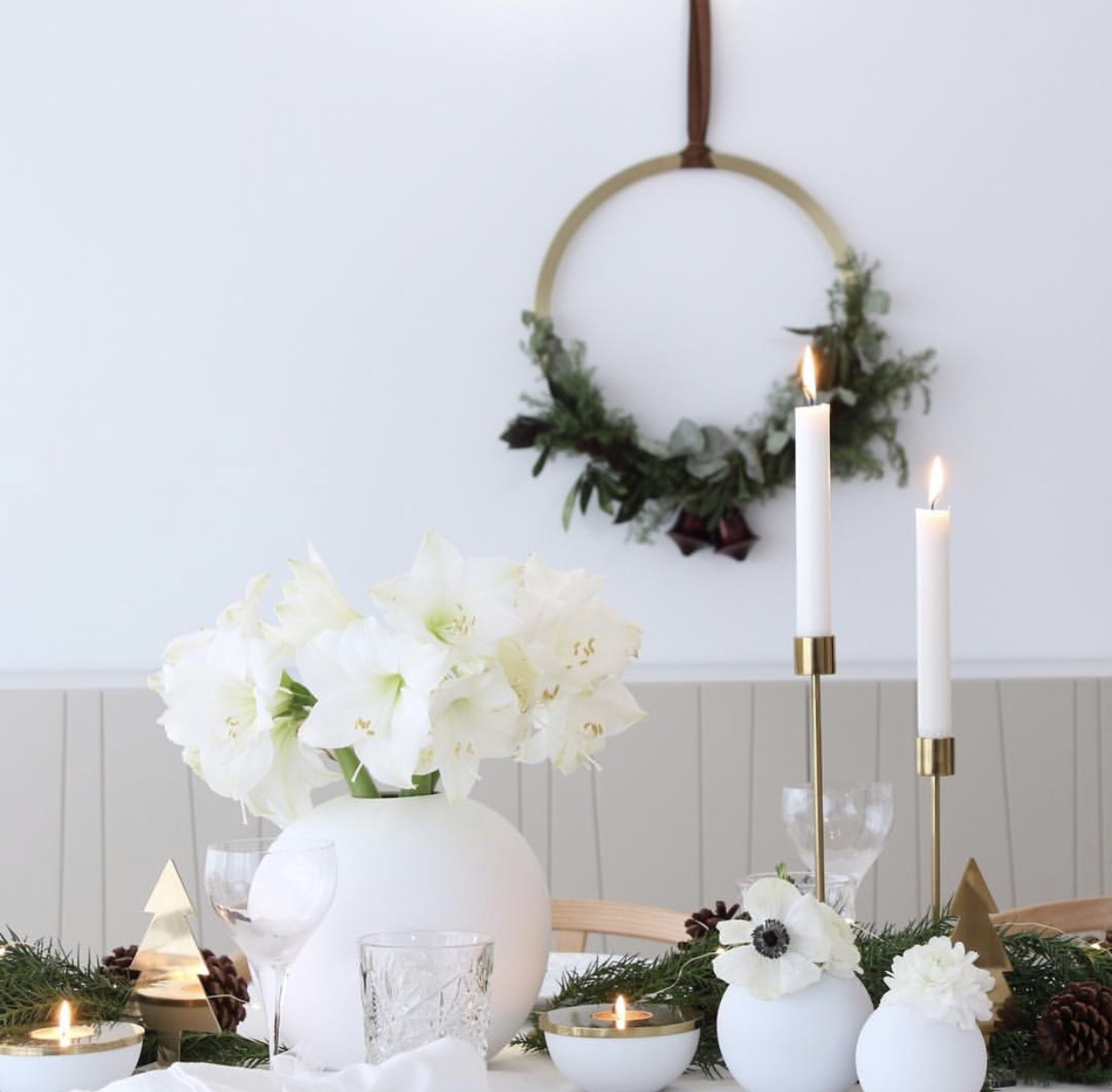 Vase ball wreath brass, cooee design
