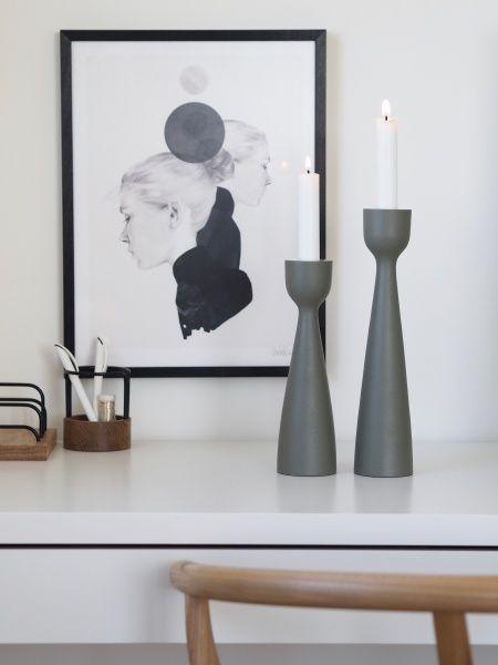 Oppsiktsvekkende Urban lysestake grå, 28 cm - designerhome.no GK-17