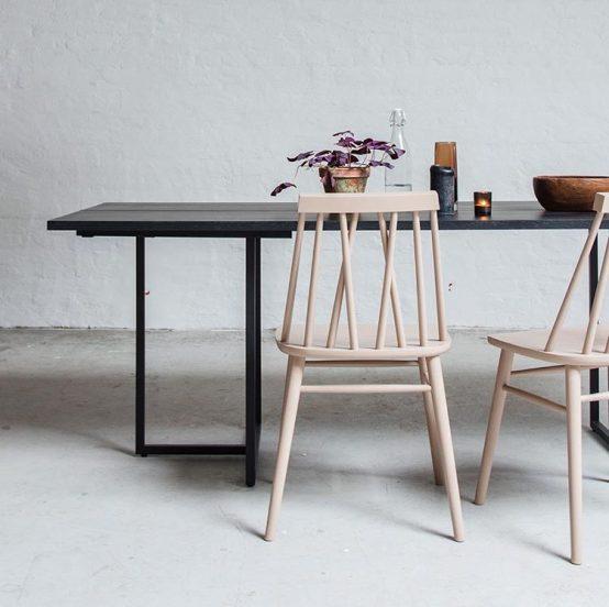 rosa non stol, t-bordet, ygg%lyng, Ygg og Lyng, Norsk design, nordisk stil, soisebord, bord med ileggsplater, heltre eik, heltre furu, beiset bord, oljet bord, minimalistisk spisebord, industriell stil