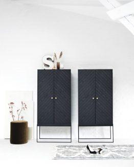 ygg og lyng, norsk design, nordisk stil, eike skap, skap med stålramme, ygg&lyng