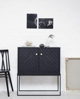 Dis skap ygg og lyng, norsk design, nordisk stil, eike skap, skap med stålramme, ygg&lyng
