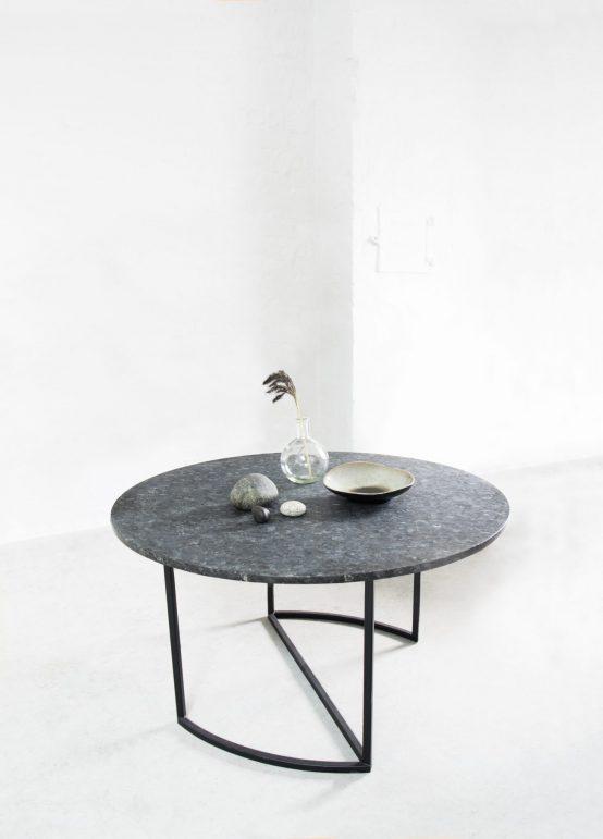 Ljå sofabord, rundt sofabord, metallbord, ygg&lyng, norsk design, nordisk stil, Ljå 80cm, sofabord med larvikitt naturstein