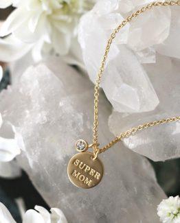Secrets by B, gullsmykke, norsk design, swarovski, morsdagsgave, bursdagsgave til henne, gave til verdens beste mor, 18kt gull, klassisk gullsmykke, valentines gave