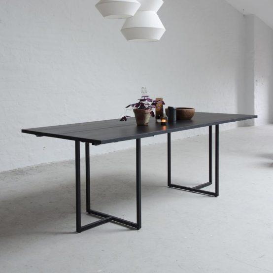 t-bordet, ygg%lyng, Ygg og Lyng, Norsk design, nordisk stil, soisebord, bord med ileggsplater, heltre eik, heltre furu, beiset bord, oljet bord, minimalistisk spisebord, industriell stil