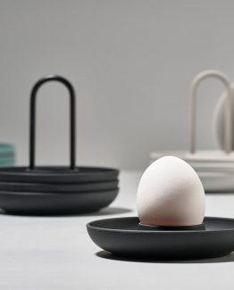 Zone, dansk design, eggeglass med holder, stilrene eggeglass, nordisk design, nordisk stil, minimalistisk stil, svarte eggeglass